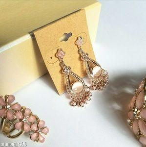 Jewelry - ✨HP✨ Pale Pink Chandelier Earrings